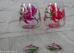 Бокалы с магнолией из хрустального прозрачного стекла, расписаны качественными витражными французскими красками.Роспись нанесена вручную по авторскому эскизу,закреплена в духовке. Годятся и в качестве подсвечников.