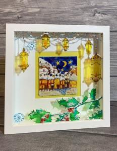 Внутренний рисунок на дереве, внешний на стекле, работа отбрасывает красивые витражные тени, создавая 3Д эффект