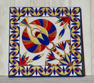 Керамическая плитка размером 20 на 20 см, украшена витражной росписью ,вставлена в деревянную раму, можно использовать без рамы, также можно составлять орнаменты из нескольких плиток
